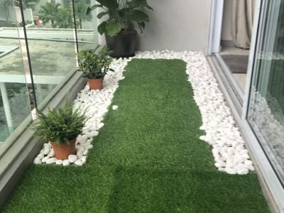 Crystal White Pebbles and Synthetic Grass